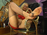 Flossie nylon feet video