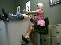 Lady boss got her messenger on top of her desk for a quick handjob.